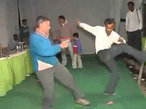 Nhảy Nhót Hài Hước - Very funny drunk Indian guy dancing epic fail