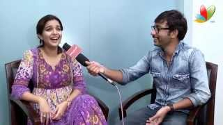 Video RJ Balaji Teasing Swathi: Vadacurry Interview | Vadacurry Tamil Movie | Jai | Cross Talks MP3, 3GP, MP4, WEBM, AVI, FLV November 2017