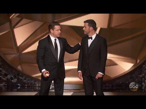 """مات ديمون يغيظ جيمي كيميل على المسرح بعد خسارته جائزة """"إيمي"""" 2016"""
