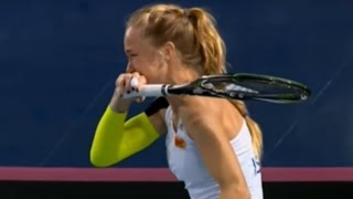 Tennis Player Can't stop laughing at the opposite player mistake