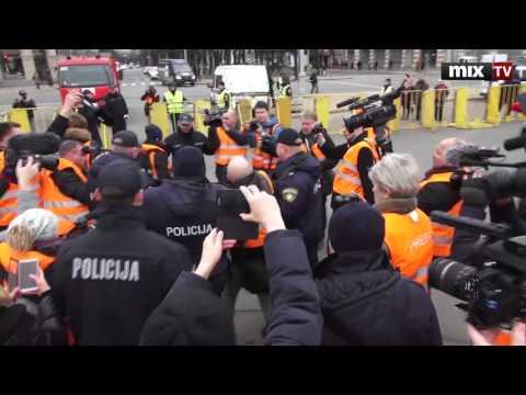 Задержан британский журналист Грэм Филлипс в Риге