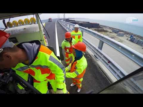 Крымский мост: дорожная разметка автодорожной части.