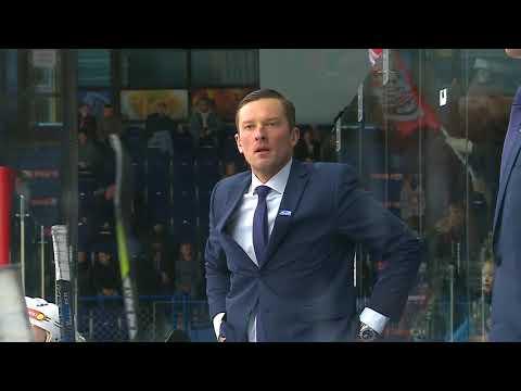 Игрок ХК «Рубин» Алексей Закарлюкин забрасывает шайбу головой!