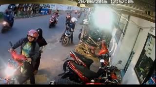 Video MAMPUS!! Maling Melongo Mau Nyikat Ninja eh Ternyata Dikunci   Gerak gerik Maling MP3, 3GP, MP4, WEBM, AVI, FLV November 2018