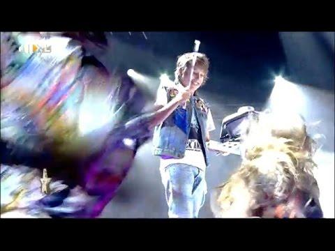 DJ - Kijk de hele aflevering op: http://www.rtlxl.nl/#!/gemist/hollands-got-talent-227457 Niet alleen de jury, maar de hele zaal staat op zijn kop zodra DJ Flor zijn set start. Als klap op de vuurpijl...