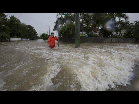 Jahrhundertflut im Nordosten, Hitzewelle im Rest