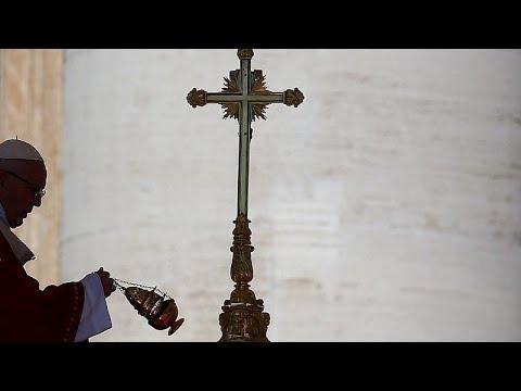 Πάπας: «Αν ένας υποφέρει, υποφέρουμε όλοι»