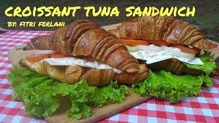 Ingredients : CroissantsCanned Tuna (Light Tuna)MayonaiseOnionTomatoLettuceSliced CheesePlease follow my social media :IG : cosmic_fitriTwitter : cosmic_fitri