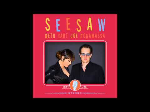 Tekst piosenki Beth Hart and Joe Bonamassa - Strange fruit po polsku