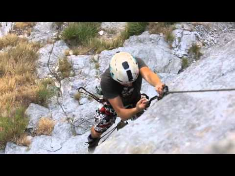 Base Jumper learns new climbing techniques to get girls cellphone from 700' cliff. Is now trying to return it to her.