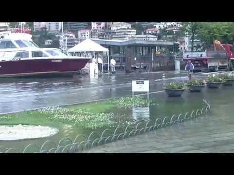 Il lago esonda ed invade piazza Cavour: ecco le immagini di oggi