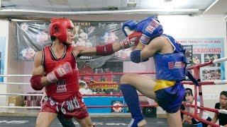 Muay Phu Tho Club CUP ChampionshipsTối 15/4 CLB muay training Phú Thọ phối hợp với Hội muay TPHCM tổ chức Giải Cúp CLB muay - kickboxing Phú Thọ mùa giải thứ hai với 12 trận đấu ở 8 hạng cân.Giải đấu có sự góp mặt có võ sĩ muay Nguyễn Trần Duy NhấtGiải đẩu diễn ra sôi nổi vs những màn knock out, knockouts kịch tính. Hy vọng trong tương lai sẽ nằm trong hệ thống Muay Thai Việt NamVideo được sản xuất bởi Báo thể thao thành phố Hồ Chí MinhFacebook:  https:// facebook.com/thethaothanhpho/ Website: https:// thethaohcm.vnNhấn nút đăng kí để liên tục cập nhật những tin tức thể thao mới nhất ở trong và ngoài nước.Cám ơn bạn đã quan tâm Báo Thể Thao Thành Phố HCM