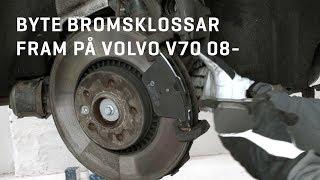 Här visar vi hur du byter bromsklossar fram på din Volvo V70 08-. Reservdelar, styling och tillbehör till din Volvo hittar du hos oss!