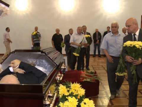 Președintele Nicolae Timofti a participat la priveghiul fostului judecător al Curții Constituționale, Gheorghe Susarenco
