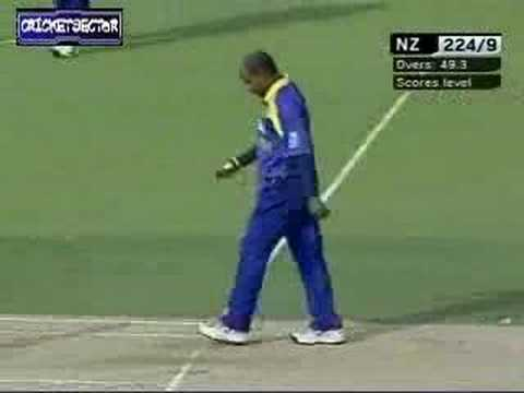 SL v NZ, 2nd ODI, Last Over bowled by Jayasuriya