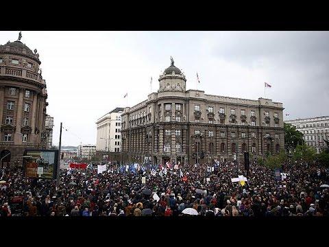 Κύμα οργής κατά Βούτσιτς στην Σερβία