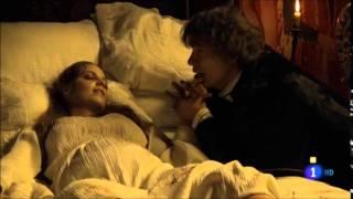 La hija mayor de Isabel (Michelle Jenner) y Fernando (Rodolfo Sancho): la Princesa Isabel, Reina de Portugal (María Cantuel) muere al dar a luz a su unigénito ...