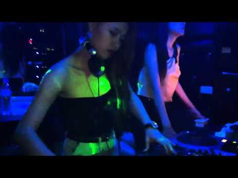 DJ Tit và 2 sexy lighter quẩy lửa