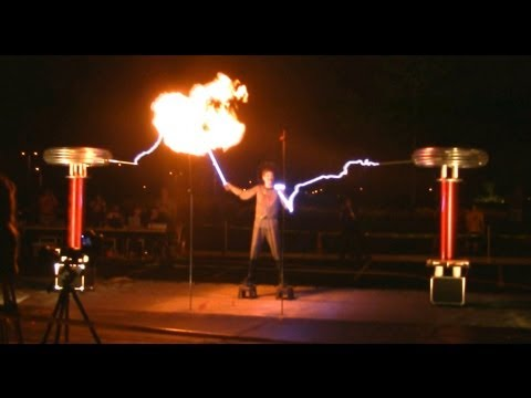 The Masters Of Lightning And Their Singing Tesla Coils - August 2nd, 2013 At MuseCon (видео)