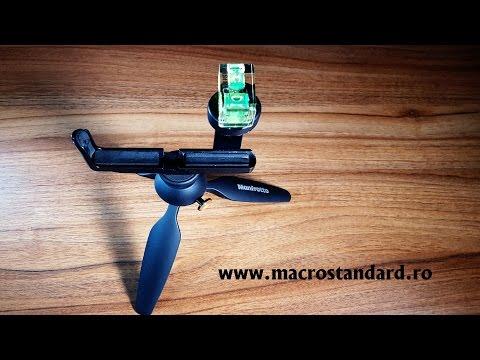 Nivela pentru aparate foto asezata pe suportul de telefon