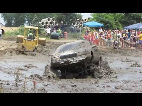 Giant station wagon gets stuck at Vandenboss Mud Bog