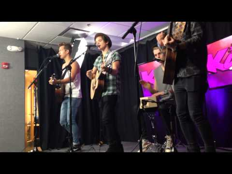The Vamps Preform 'Somebody To You'