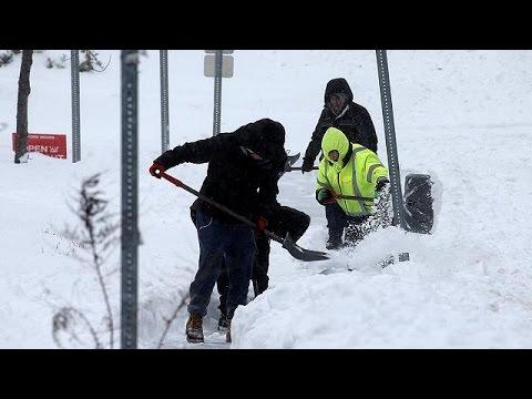 Παρέλυσαν οι αεροπορικές συγκοινωνίες από τη χιονοθύελλα «Στέλλα»