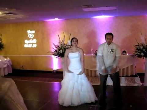 Cô dâu chú rể nhảy trong đám cưới