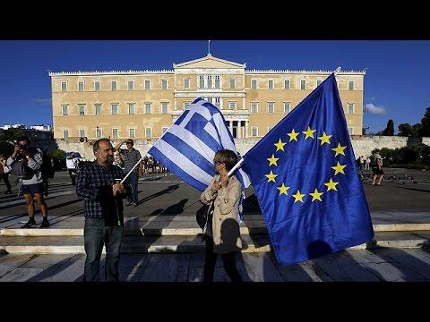 «Μένουμε Ευρώπη» φώναξαν χιλιάδες στο Σύνταγμα-Επεισόδια μπροστά από τη Βουλή