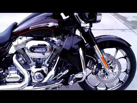 2011 Screamin' Eagle Street Glide with 21 inch wheel and Rineharts