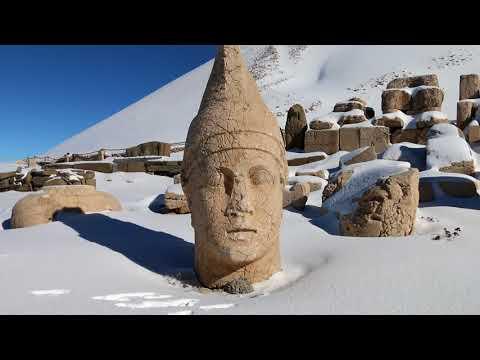 Nemrut Dağı'na Mevsimin İlk Karı Düştü