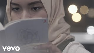 Download lagu Fatin - Salahkah Aku Terlalu Mencintaimu (Official Lyric Video) Mp3