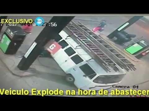 Pontalinda - Combi explode no momento em que abastecia, ninguém ficou ferido.