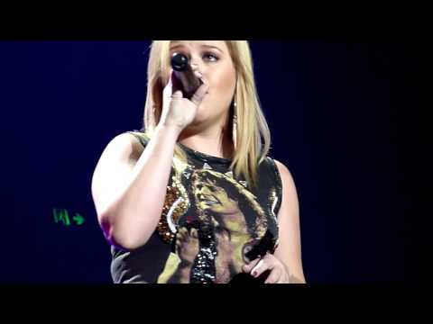 Adele Cover - Kelly Clarkson chose Adele's 'Someone Like You' to cover at her Brisbane, Australia date on her Stronger Tour. This Tour date was on Tuesday 25th September 2...
