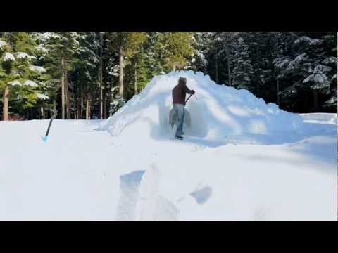 Byggandet av en snögrotta på under 3 minuter