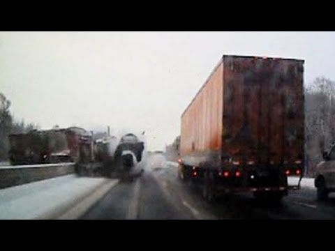 Watch Semi Truck Flip Over On Interstate!_Legjobb vide�k: Aut�