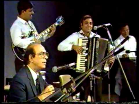 Mahmood - Talat Mahmood's Live 16 Concerts Tour in USA in 1973. His fine sense of humour is on display here, as he cracks jokes between hit songs and laughs with the h...