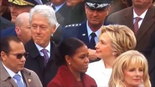 Bill Clinton przyłapany przez Hilary, jak obczaja tyłek Melanii Trump.