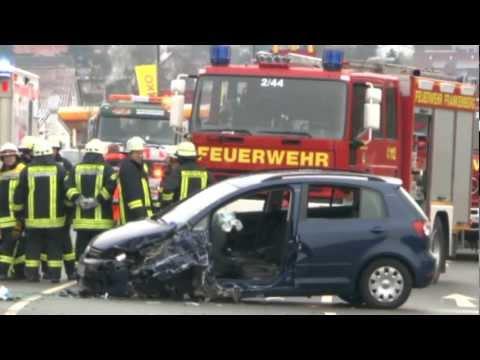 Frankenberg: Gegen Bus, eingeklemmt, Helikopter