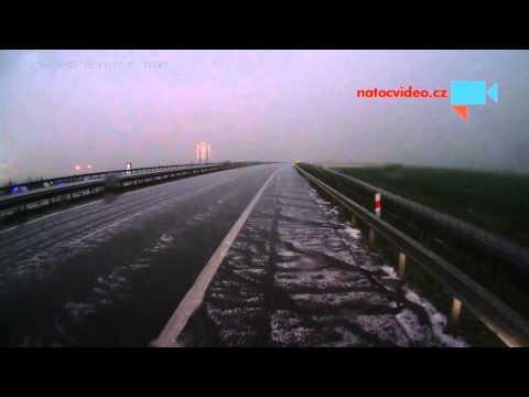 Bouřka a kroupy nad Chomutovem, aneb co dělat na dálnici při krupobití