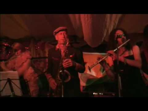 Hawkwinds Nik Turner jamming with Whimwise - Live at Glastonbury 1