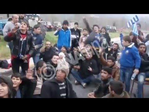 Eγκλωβισμένοι πρόσφυγες παραμένουν στα Τέμπη