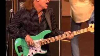 Video Amazing Journey - Paul Gilbert/Mike Portnoy/Billy Sheehan - Young Man Blues MP3, 3GP, MP4, WEBM, AVI, FLV November 2018