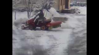 Мотор Сич сніжок чистить