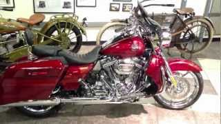 10. Screamin' Eagle CVO Road King 2013 Harley-Davidson