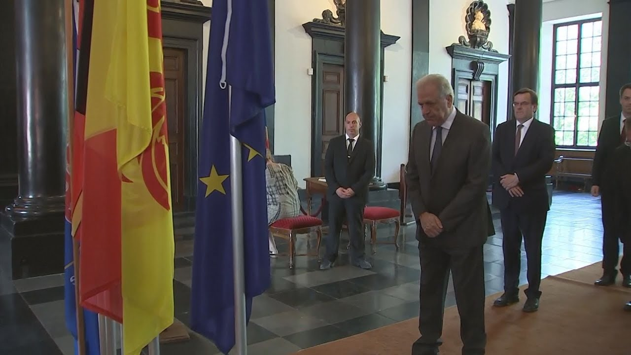 Ο Επίτροπος Δ.Αβραμόπουλος στη Λιέγη εκ μέρους της Κομισιόν για να τιμήσει τα θύματα της επίθεσης