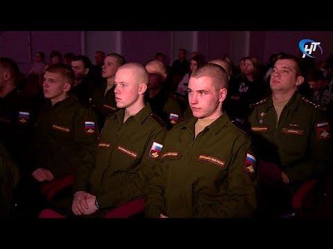 В Великом Новгороде торжественно проводили к местам срочной службы новобранцев