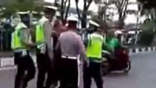 Video Anggota TNI Hajar Polantas: Razia tanpa PLANG MP3, 3GP, MP4, WEBM, AVI, FLV Juni 2018