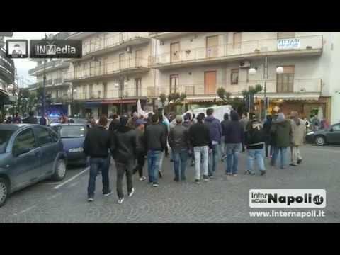 Qualiano. Manifestazione dei giovani: «Vogliamo uno spazio pubbli...