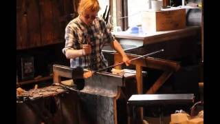 Hello dear friends. Today you can see and learn how to make a souvenir from glass, how to warm it up and how to make a model out of it. This video was made at Skansen festival in Stockholm, Sweden/Salutare dragi prieteni. Azi puteți vedea și învăța cum se face un suvenir din sticlă, cum se încălzește și cum se face un model din ea. Acest video a fost făcut la festivalul Skansen din Stockholm, Suedia